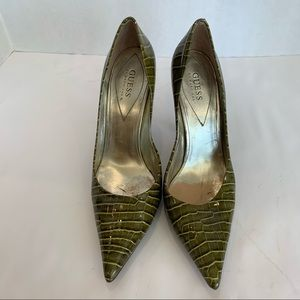 GUESS 11M olive faux crocodile pattern leather heels. Brown wooden stacked heel